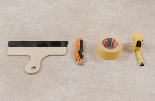 verktøy du trenger for å legge gulvbelegg lagt utover gulvet